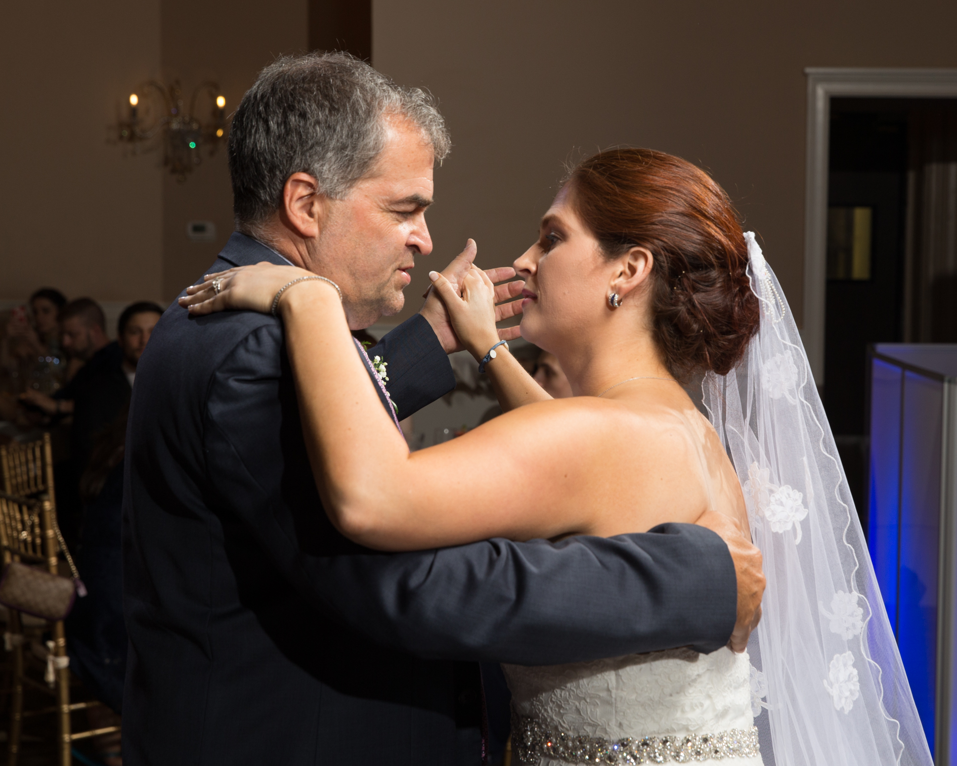 Wedding Lighting Adds Vibrance To Your Photos