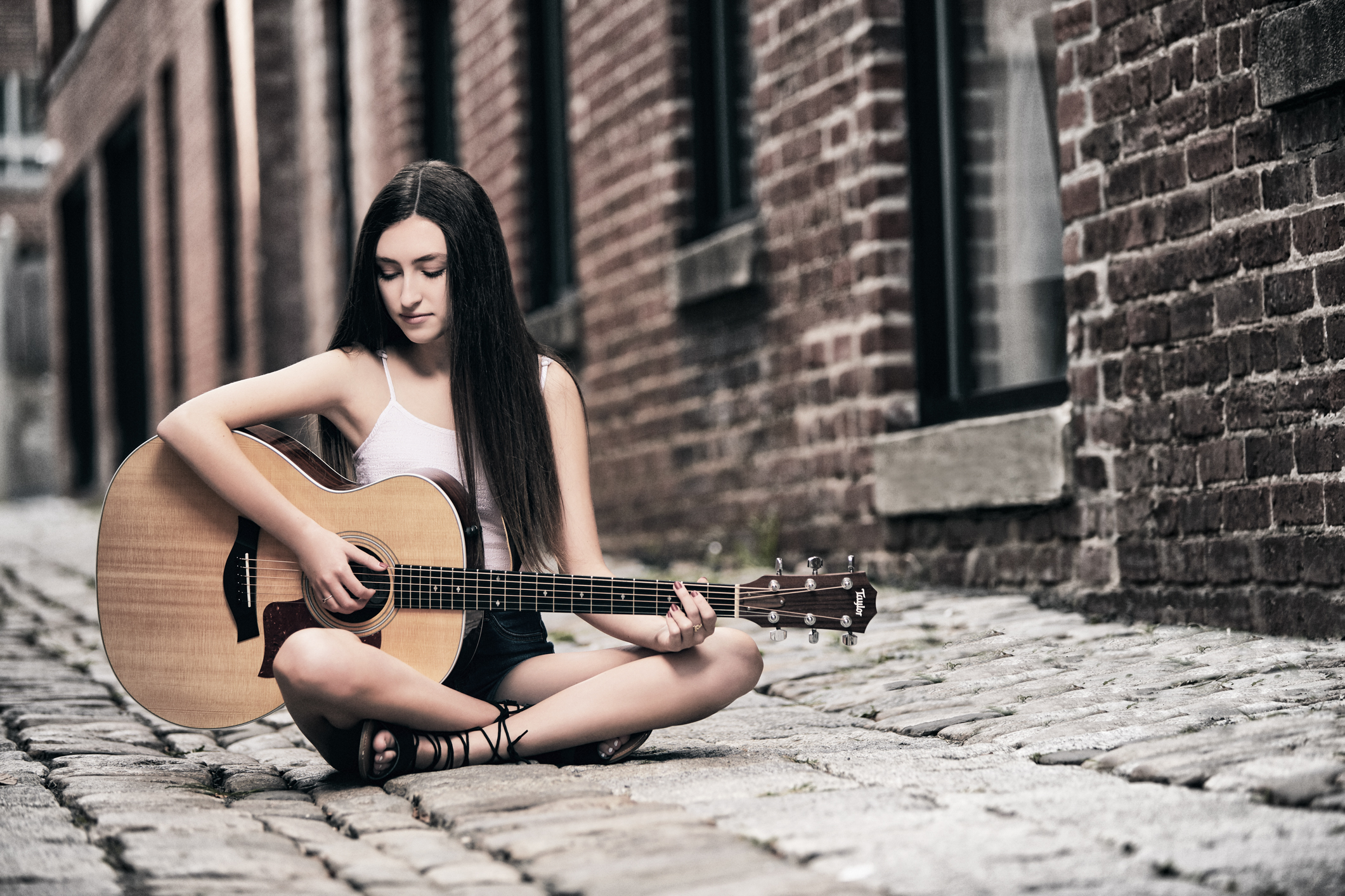 Washington, DC – Teenage Singer/Songwriter Aishlinn Kivlighn Photo Shoot in Georgetown
